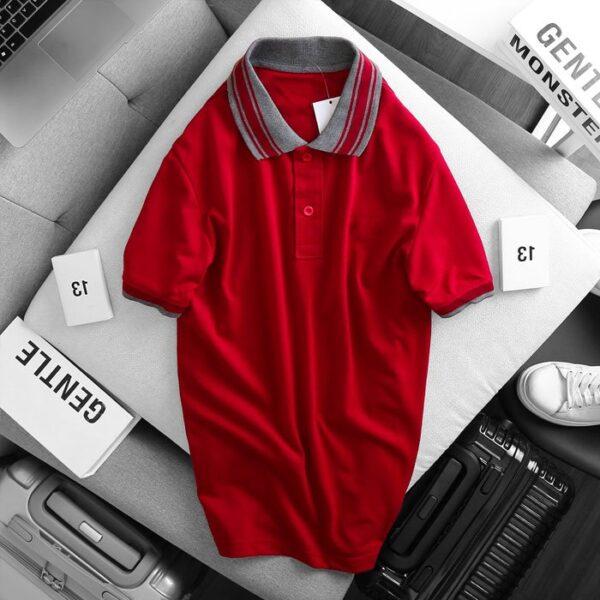 Áo thun nam cổ bẻ logo ở ngực trái phối viền ở cổ và tay áo màu đỏ