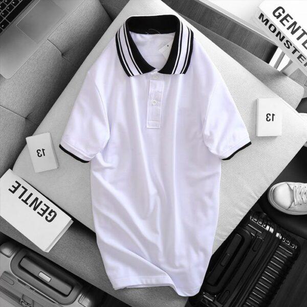 Áo thun nam cổ bẻ logo ở ngực trái phối viền ở cổ và tay áo màu trắng