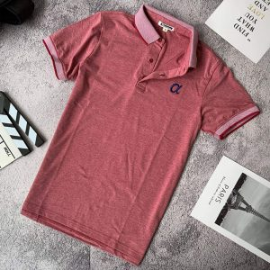 Áo thun nam trơn cổ bẻ phối viền ở cổ và tay áo với logo a cách điệu đỏ