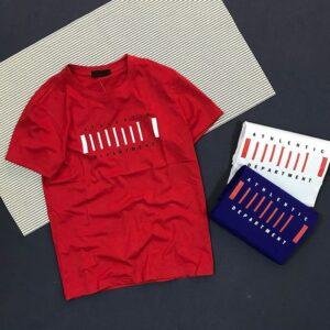 Áo thun nam cổ tròn với dòng chữ cách điệu trước ngực màu đỏ