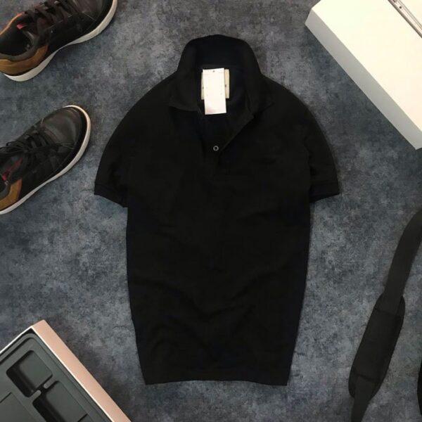 Áo thun nam trơn cổ bẻ với logo bên trái đen