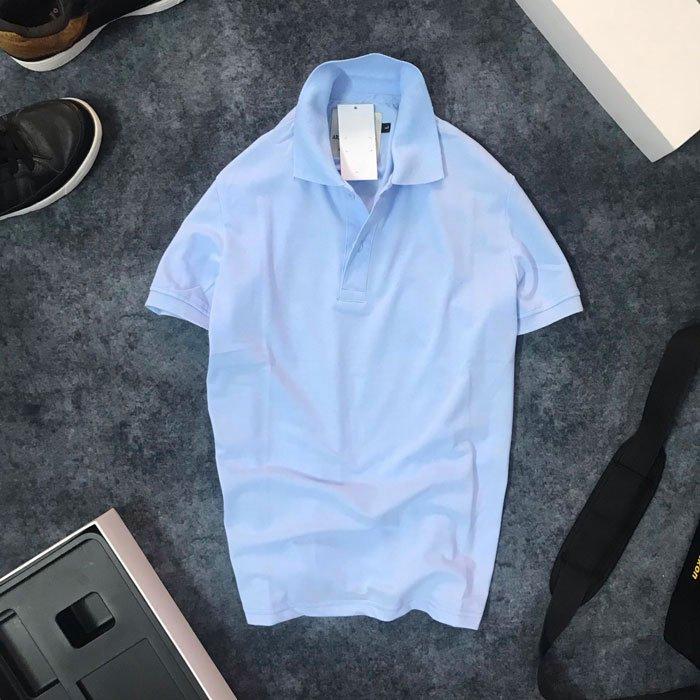 Áo thun nam trơn cổ bẻ với logo bên trái xanh biển nhạt