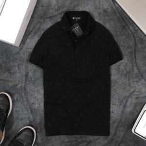 Áo thun nam cổ bẻ họa tiết chữ nhỏ đen