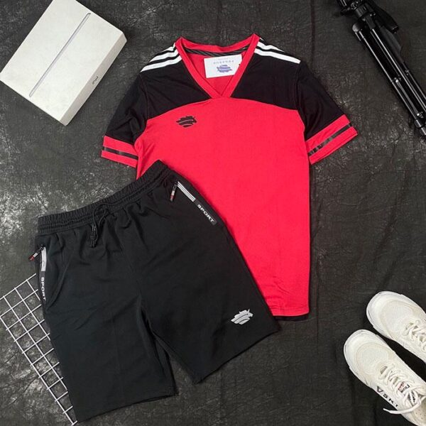 Áo thun thể thao cổ V đỏ đen phối quần short thun đen